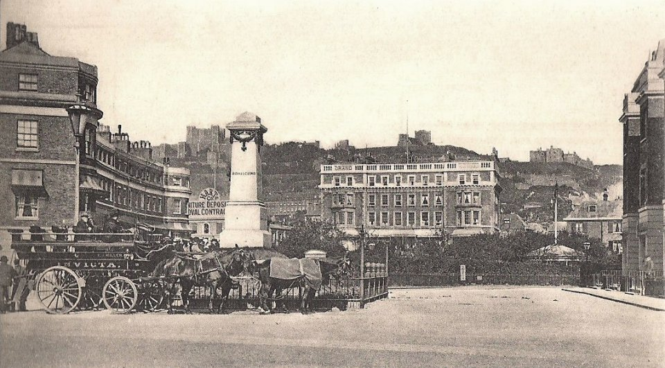 Rifles Monument and Grand Hotel