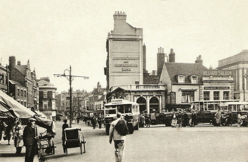 London County & Westminster Bank and The Walmer Castle pub, Market Square