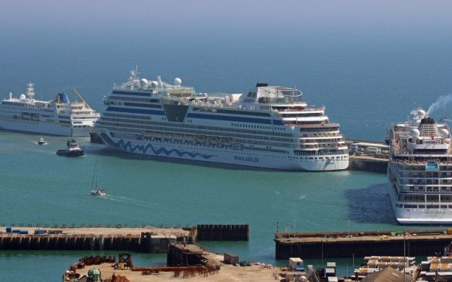 Dover Cruise hosts three cruise vessels
